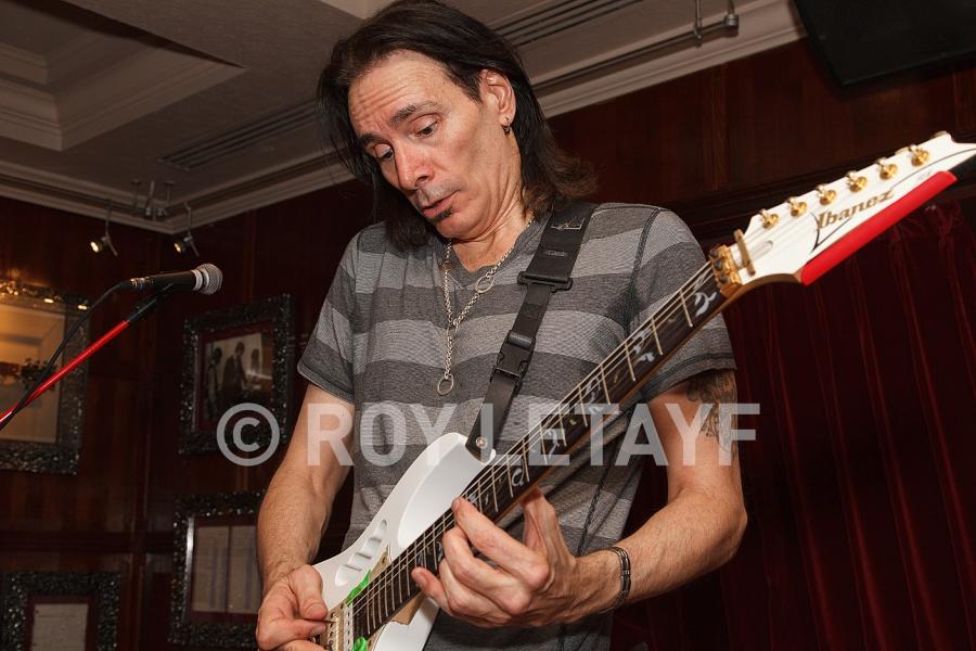 Steve-Vai_GuitareTV_5352
